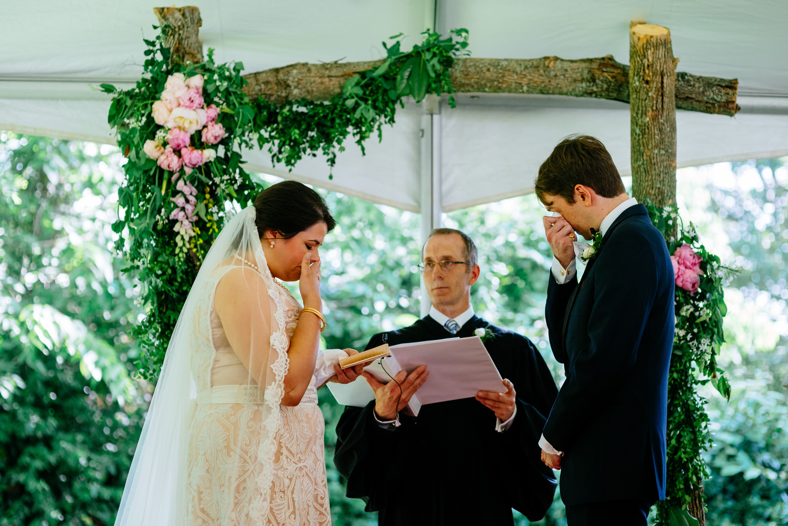 exchanging vows holly hill inn wedding lexington ky