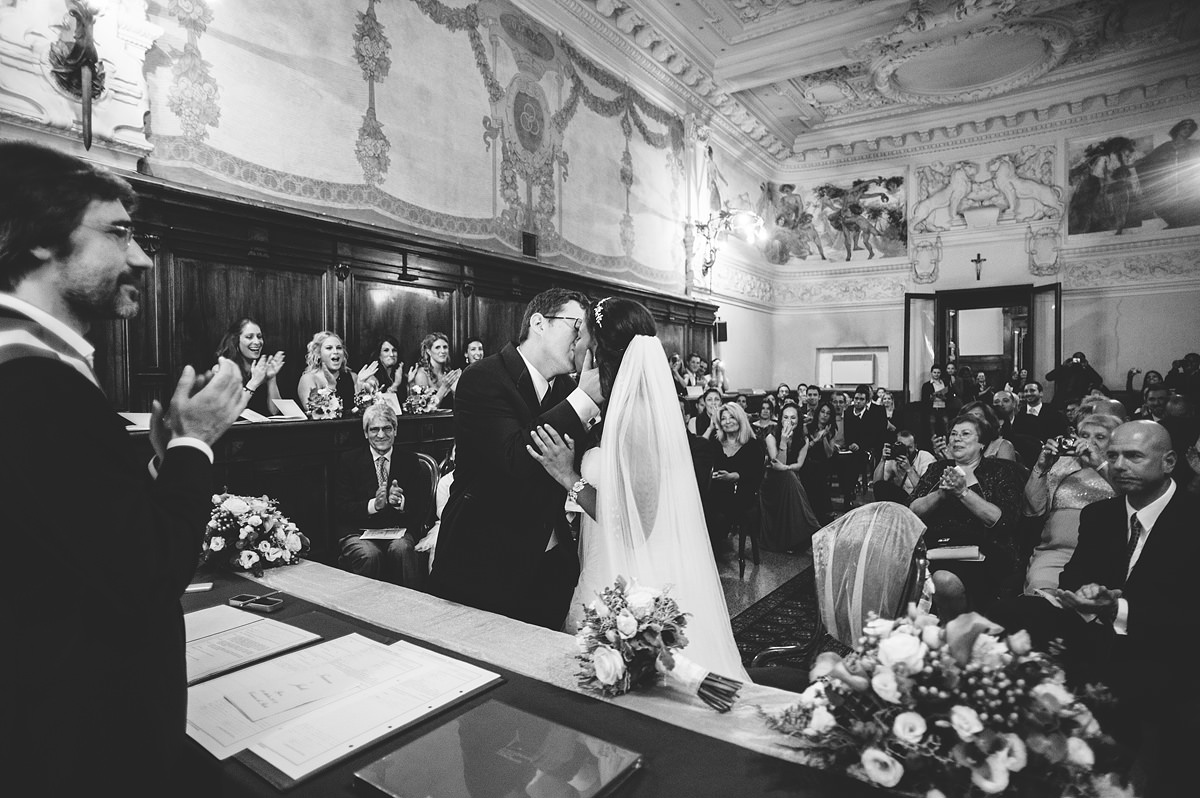 destination wedding photography rieti italy ceremony first kiss