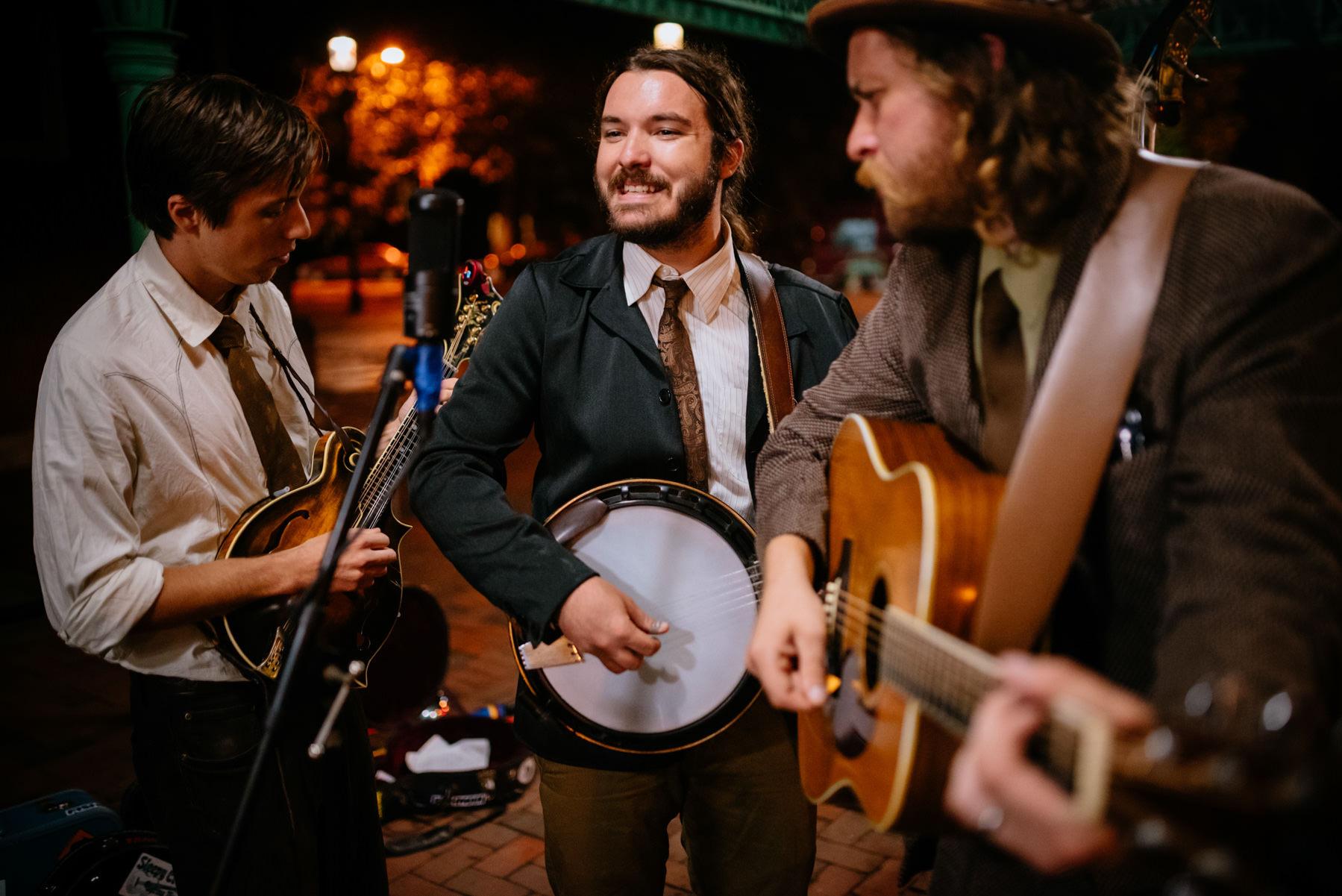 white guy playing the banjo