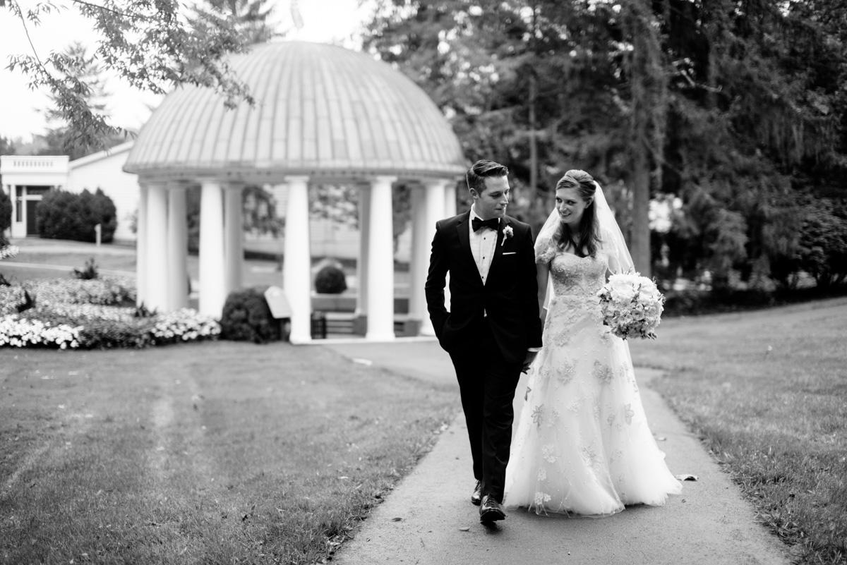 greenbrier resort bride and groom portraits